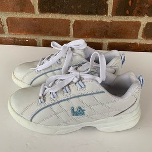 Like new LA Gear white leather lace up sneakers